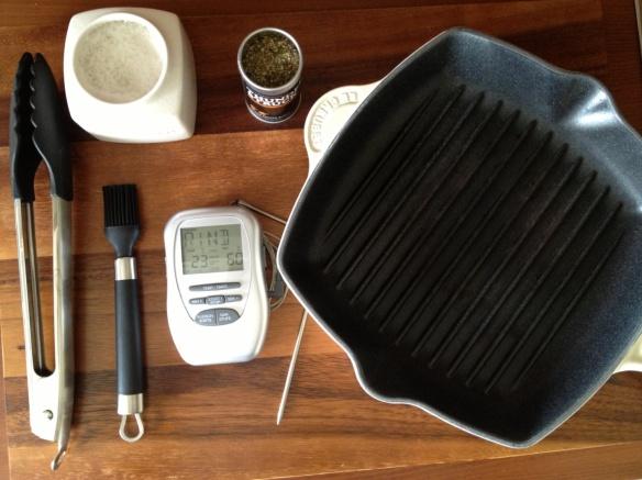 Utensilien zur Zubereitung eines Steaks